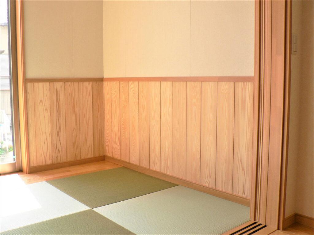 リビングに畳スペースで家族が集まる家